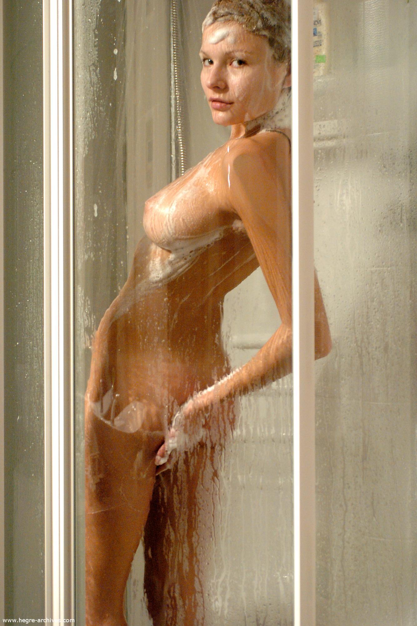 buck1690 shower luba luba showering06